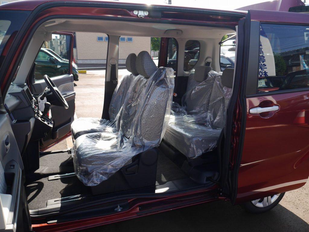 ■助手席~後部座席の間の柱がないピラーレススライドドアのおクルマです。大きく開くので長尺の荷物の詰め込みや、眠ってしまったお子さんの乗車もラクラク♪