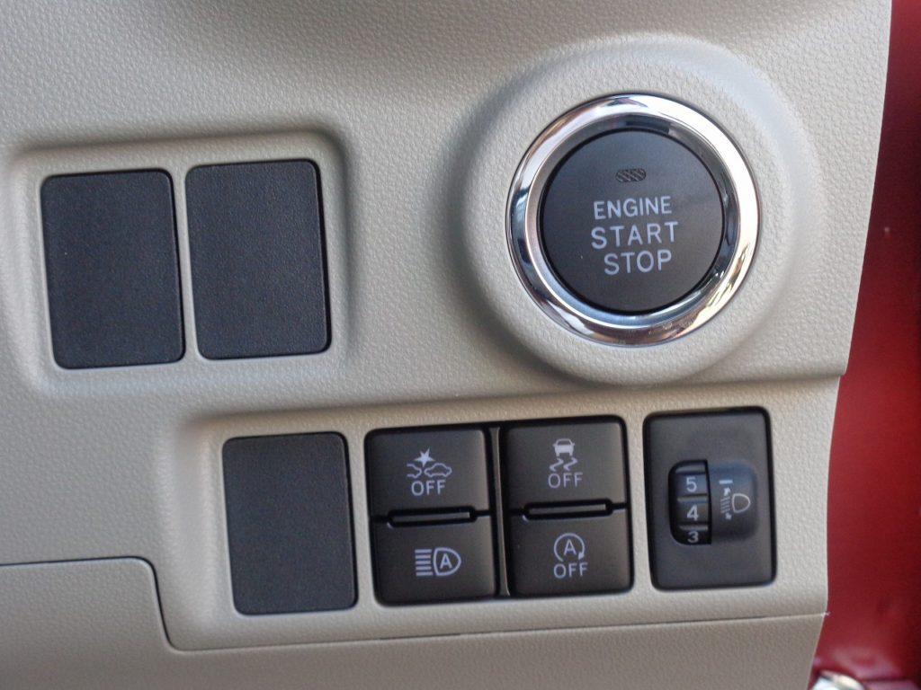■エンジンプッシュスタート/衝突被害軽減ブレーキ/横滑り防止装置/オートマチックハイビーム/アイドリングストップ