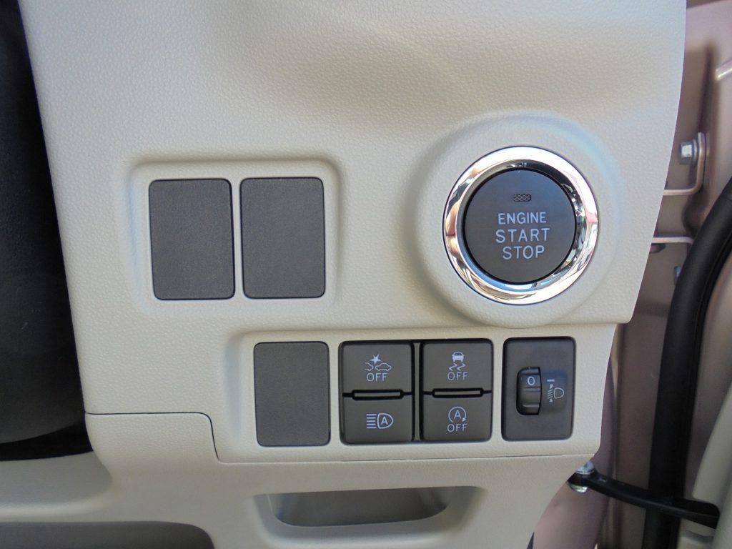 ■エンジンプッシュスタート ■スマートアシストⅢ各種スイッチ(衝突被害軽減ブレーキ/横滑り防止装置/オートマチックハイビーム/アイドリングストップ)