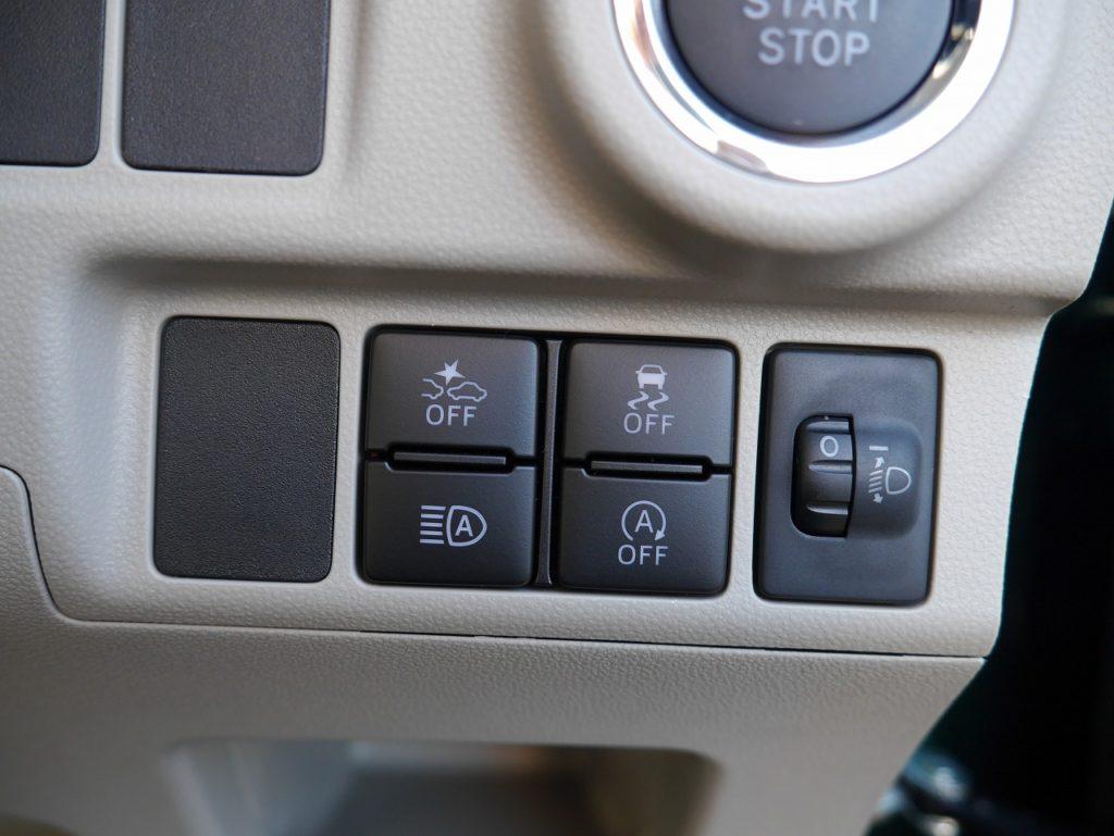 ■衝突被害軽減ブレーキ/横滑り防止装置/オートマチックハイビーム/アイドリングストップ