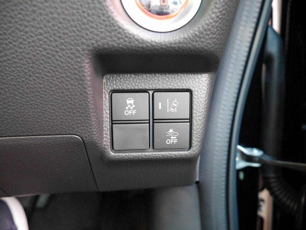 ■車線逸脱警報機能/横滑り防止装置/衝突被害軽減ブレーキ