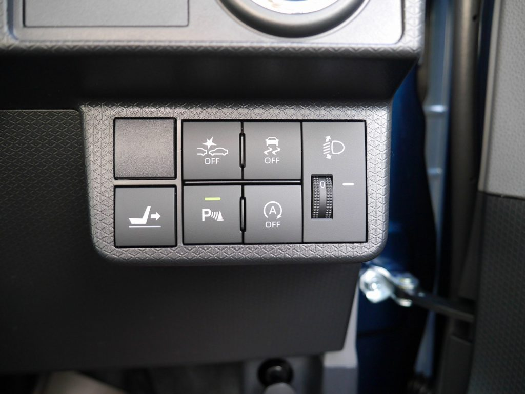 ■衝突被害軽減ブレーキ/横滑り防止装置/シートスライドスイッチ/パーキングセンサー/アイドリングストップ