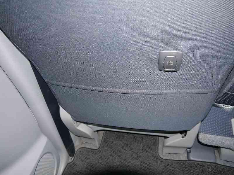 ■座席背面ポケット