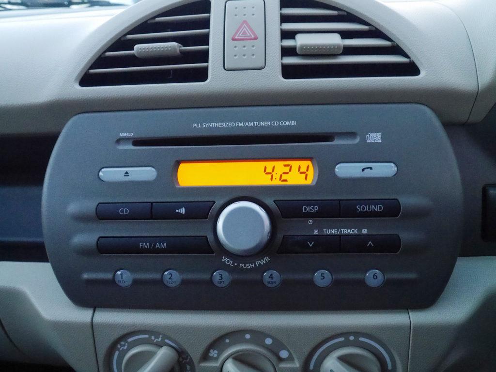 ■純正CDオーディオ。装備済みのオーディオはもちろん、最新のナビやオーディオのご購入・取付施工も当店にお任せください♪