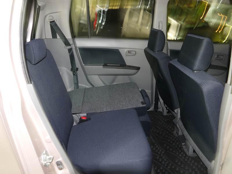 ■後部座席は片側だけでも倒せます