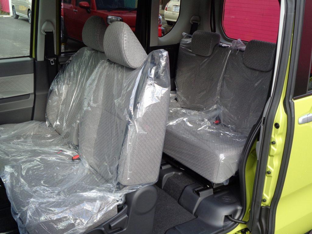 ■助手席~後部座席の間の柱がないピラーレススライドドア。大きくスライドドアを開くことができるので、眠ってしまったお子さんの乗車や、カーペットなど長い荷物の積み込みもしやすいおクルマです♪