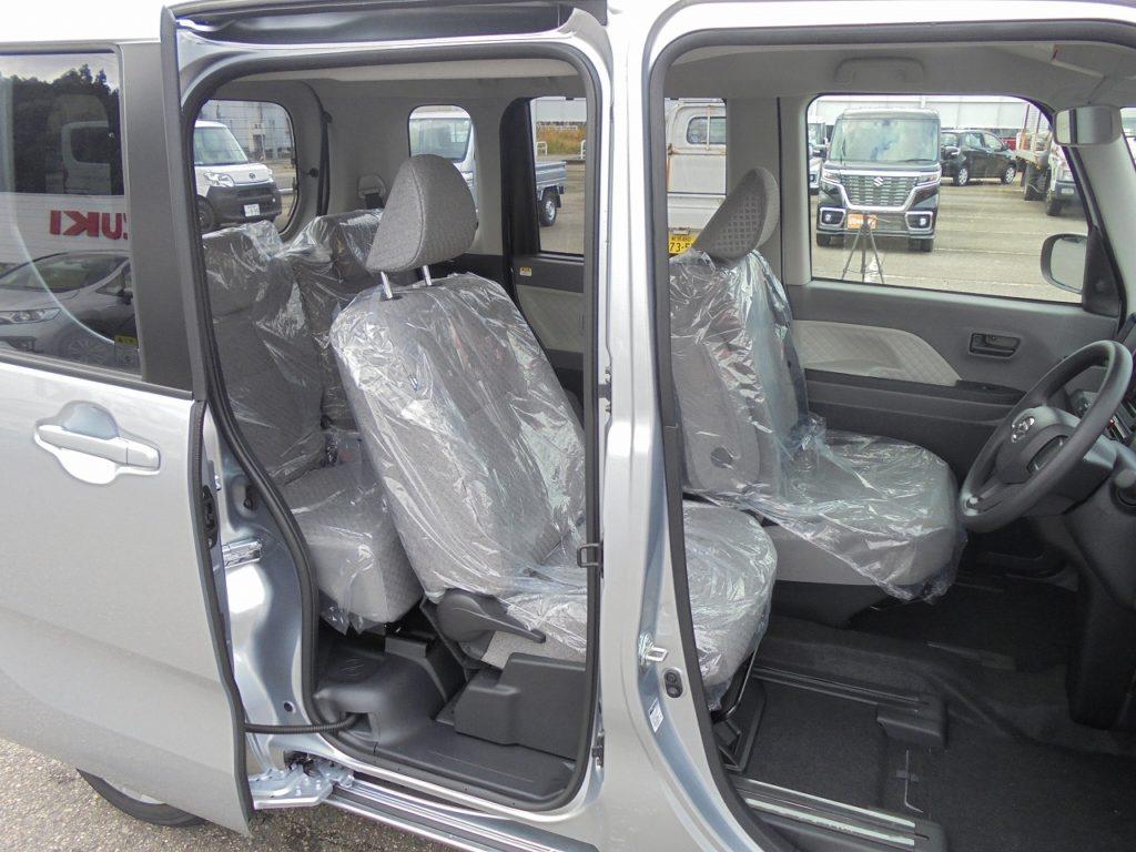 ■運転席は最大540mm、助手席は最大380mmスライド可能! 運転席から後部座席へのアクセスも簡単に♪
