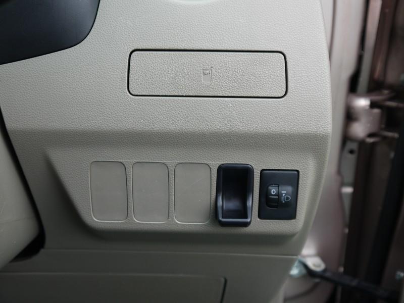 ■ヘッドライトレベライザー(荷室などが重くなってしまった際などヘッドライトの光軸を調節するダイヤルです)