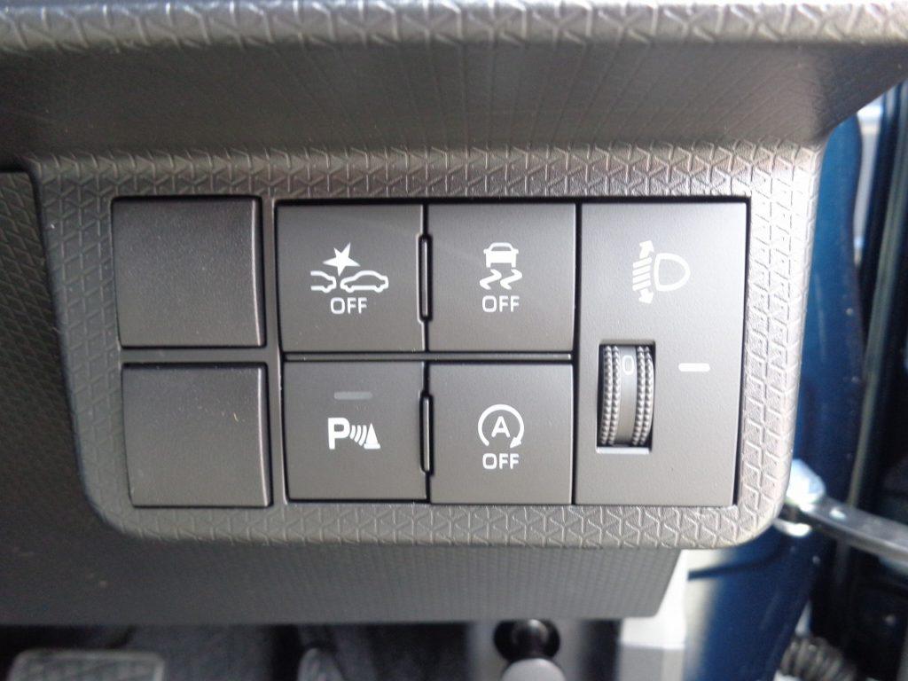 ■衝突被害軽減ブレーキ ■横滑り防止装置 ■パーキングセンサー ■アイドリングストップ
