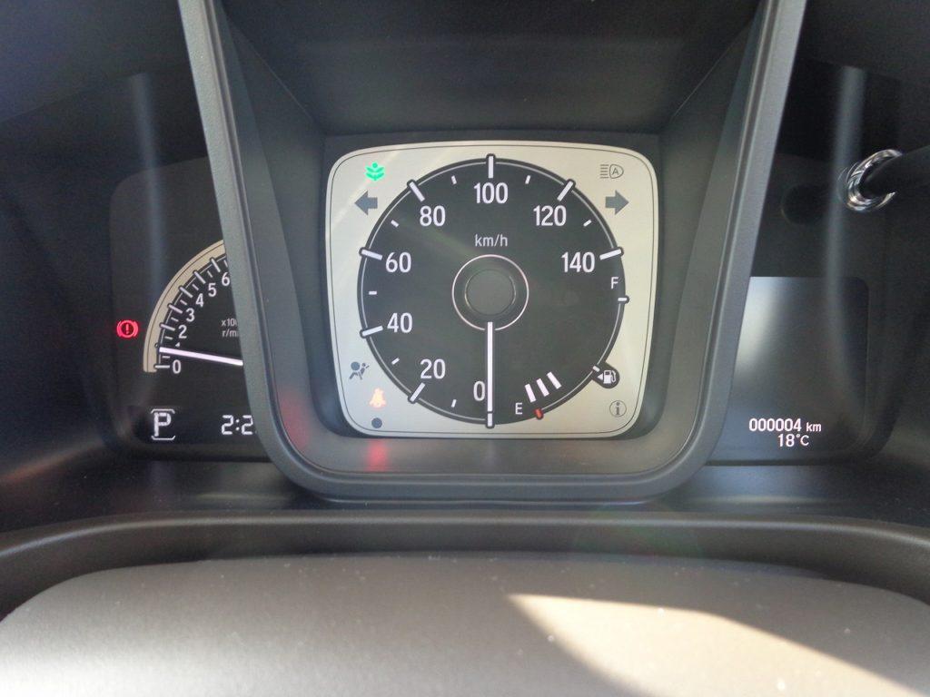 ■走行距離は撮影時点で4km!ほとんど走っていない届出済未使用車のおクルマです♪