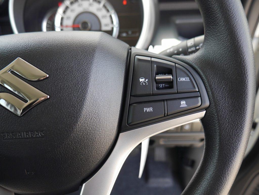 ■設定した速度内で車が加減速。先行車と適切な距離を保ちながら追従するアダプティブクルーズコントロール。