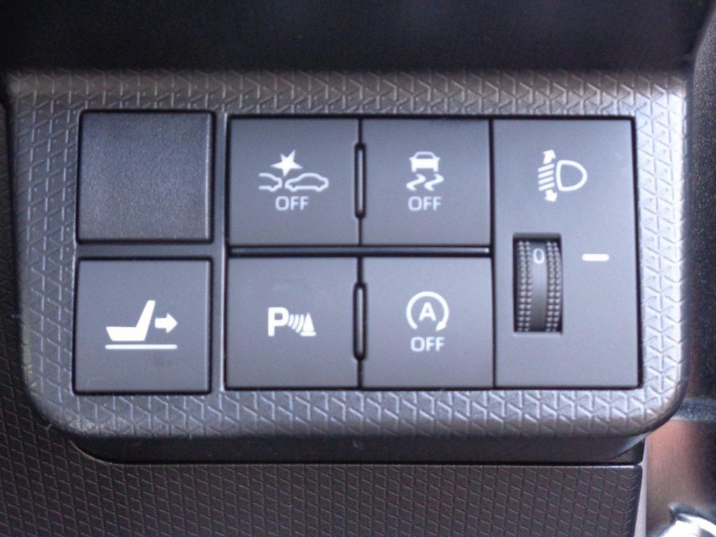 ■衝突被害軽減ブレーキなどの先進安全技術や運転支援機能を多数装備してあるお車です♪