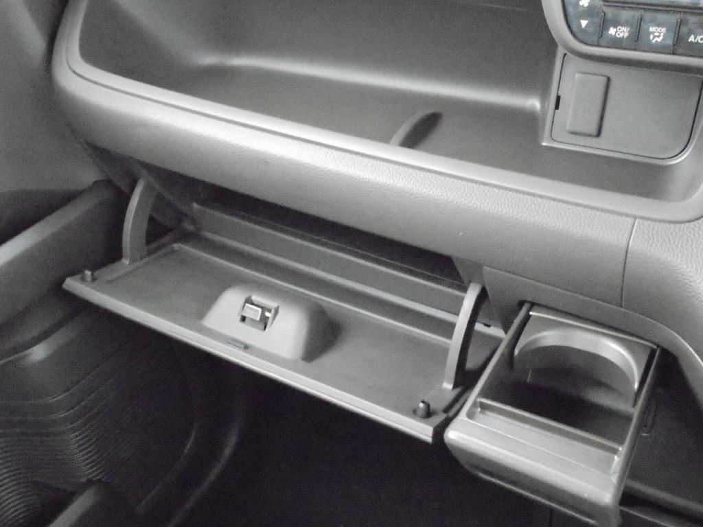 ■助手席収納スペース