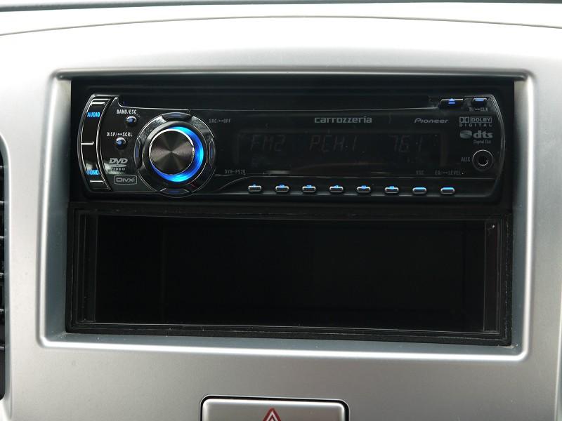 ■社外オーディオ。AUX入力端子もあります♪